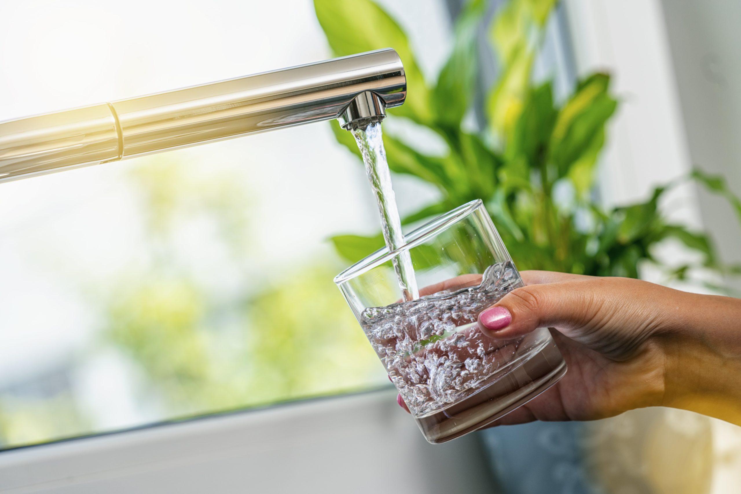 Retrouver le plaisir de boire l'eau pure de votre robinet